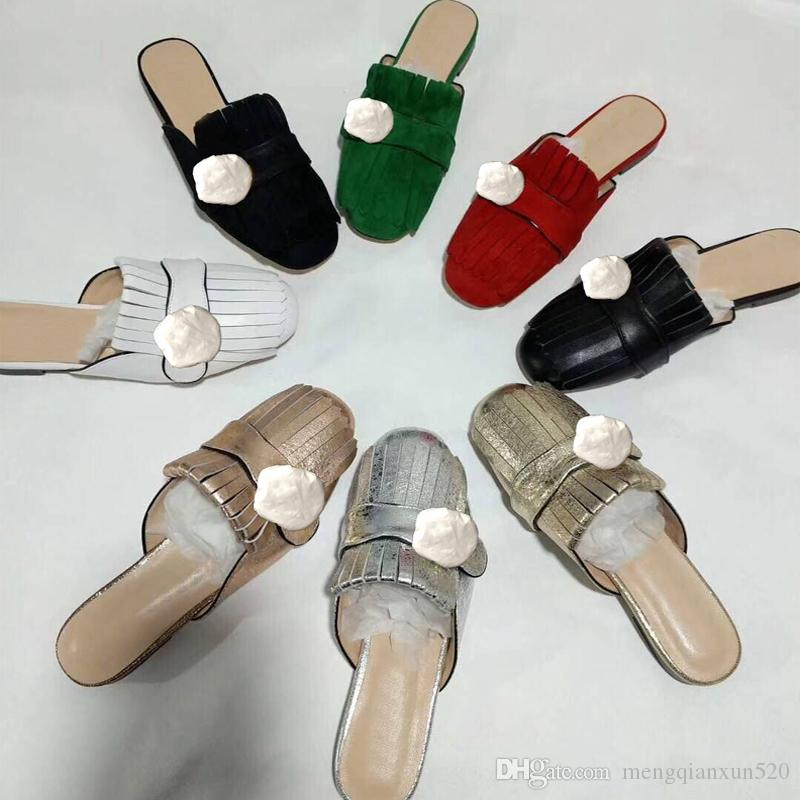 Designer Summer Beach Pantoufles Macaders Fashion Plat Baotou Flops Lettres en cuir Lady Cartoon Diapositives Femmes Chaussures Métal Sandales Grande taille 35-42 US4-US11