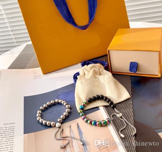 Newcome 유럽 미국 스타일 레이디 여성 담금질 다채로운 철강 공 V 편지 새겨진 꽃 풀 타입의 비즈 팔찌 2 색상 체인