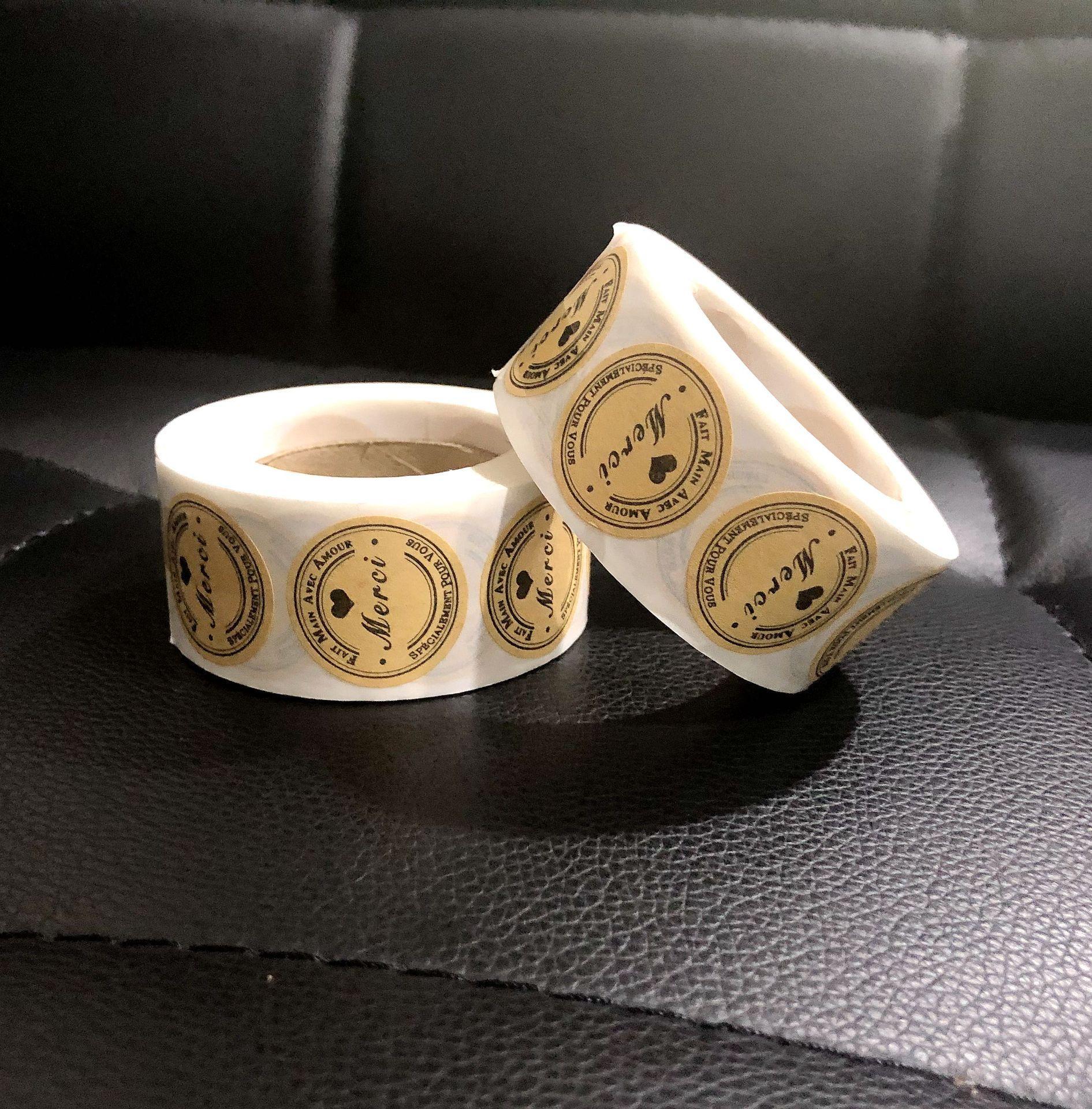 Paquete 1000pcs Merci Papel Kraft etiquetas engomadas adhesivas de 1 pulgada de la Ronda de boda Tarjetas de la invitación pegatinas del sello 2 Rolls