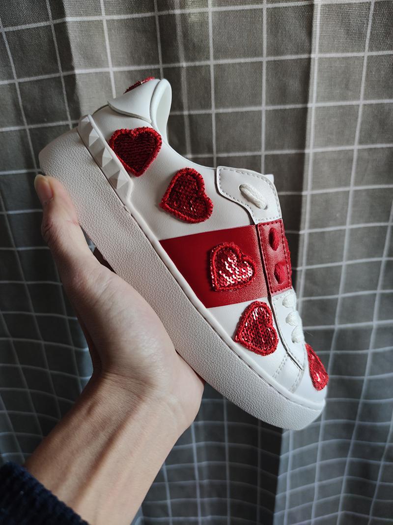 Les nouvelles chaussures de marque de luxe pour les hommes et les femmes sont bon marché et super grand sport décoratifs amour blanc chaussures casual marche en cuir