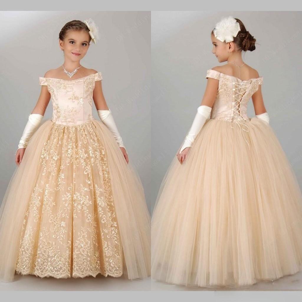 2016 Prinzessin Schulterfrei Spitze und Tüll Blume Mädchen Kleider Lace-UP bodenlangen Communion Festzug-Kleid Champagne Kindergeburtstags-Kleider