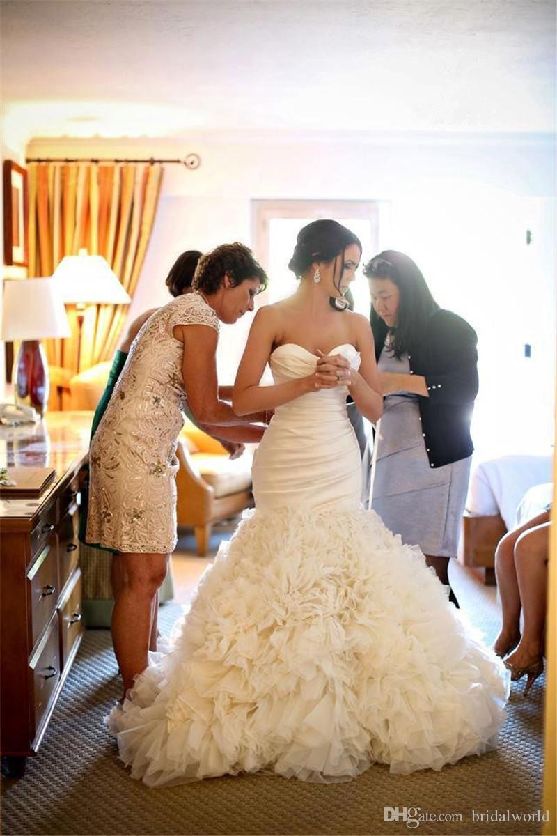 Charme sirène robe de mariée Tiers Ruffles plis robes de mariée simple balayage train chérie dentelle jusqu'à 2016 robe de mariée sur mesure