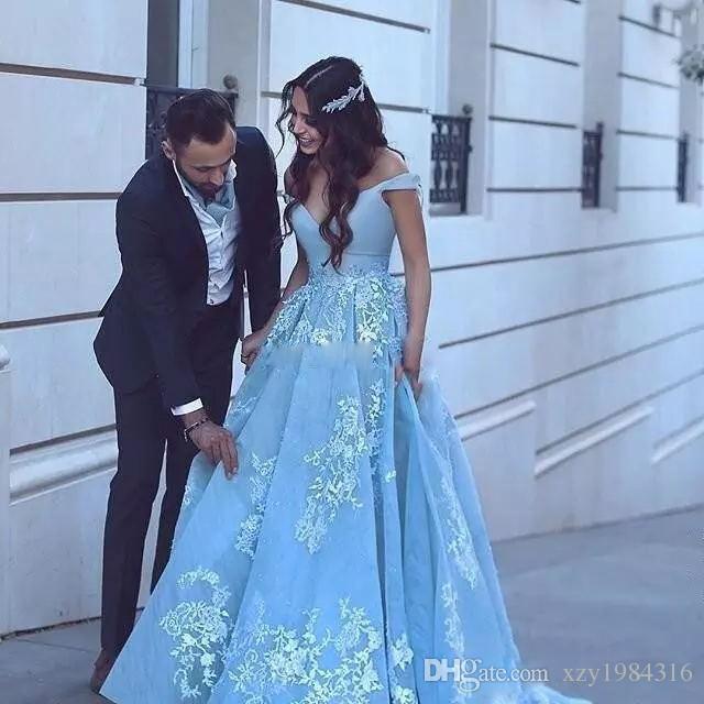 Schulterfrei mit V-Ausschnitt-Partei-Kleidern reizend Spitze Appliqued Tulle-Schleife-Zug-formalen Abend-Kleider der neuen Ankunfts-Said Mhamad Abendkleider