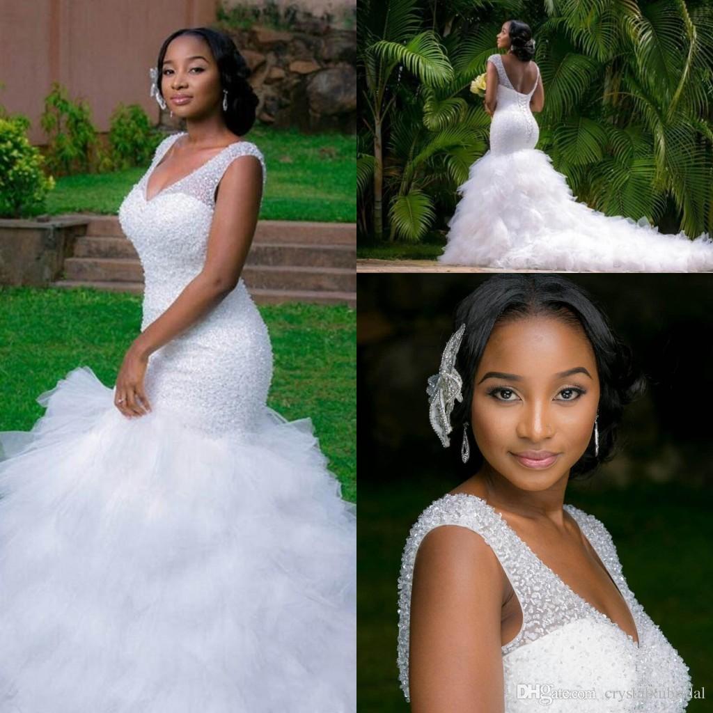 African Plus Size Mermaid Brautkleider 2019 Günstige V Neck Bling Perlen Tiered Rüschen Brautkleider Kapelle Zug Open Back Brautkleid