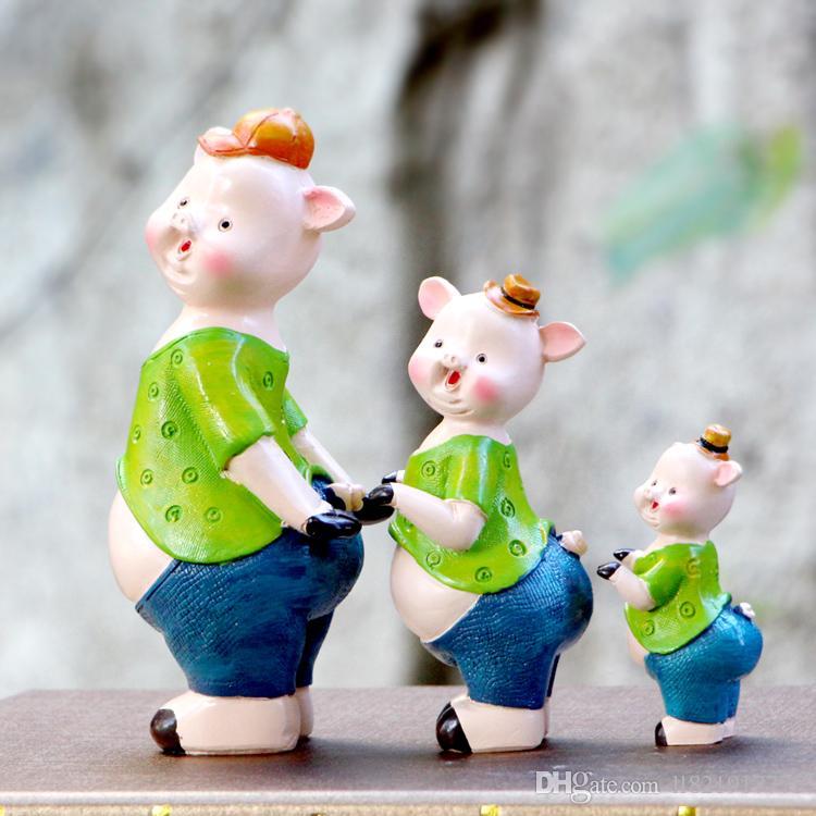 Großhandel Cartoon Schwein Keramik Puppen Sind Eine Familie Von Drei  Wohnzimmer Kinderzimmer Dekoration Handwerk Harz Dekoration Dekoration Von  Ll821917775, ...