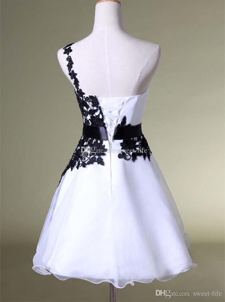 2019 robes de bal courtes pas chères blanches et noires une épaule dentelle ceinture perlée robes de tulle pour cocktail de bal 8ème robe de Graduation Collège
