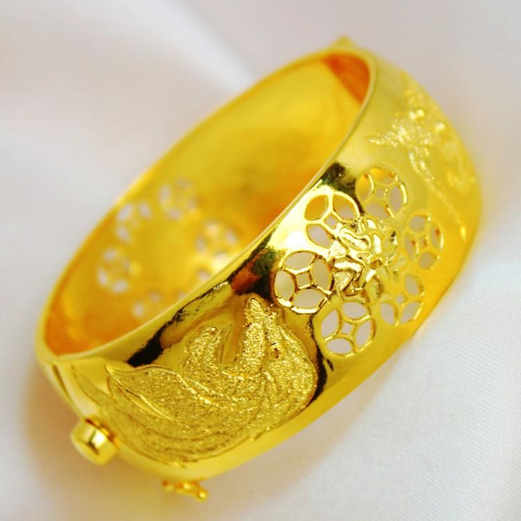 Hong Kong Gold Shop Selling A Wide Face Big Dragon And Phoenix ...