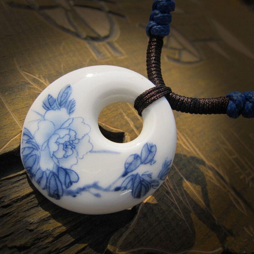 DIY السيراميك المعلقات قلادة الأزياء خمر الصين اليدوية قلادة العرقية الأزرق والأبيض مجوهرات اكسسوارات Jingdezhen هدية رسمت باليد