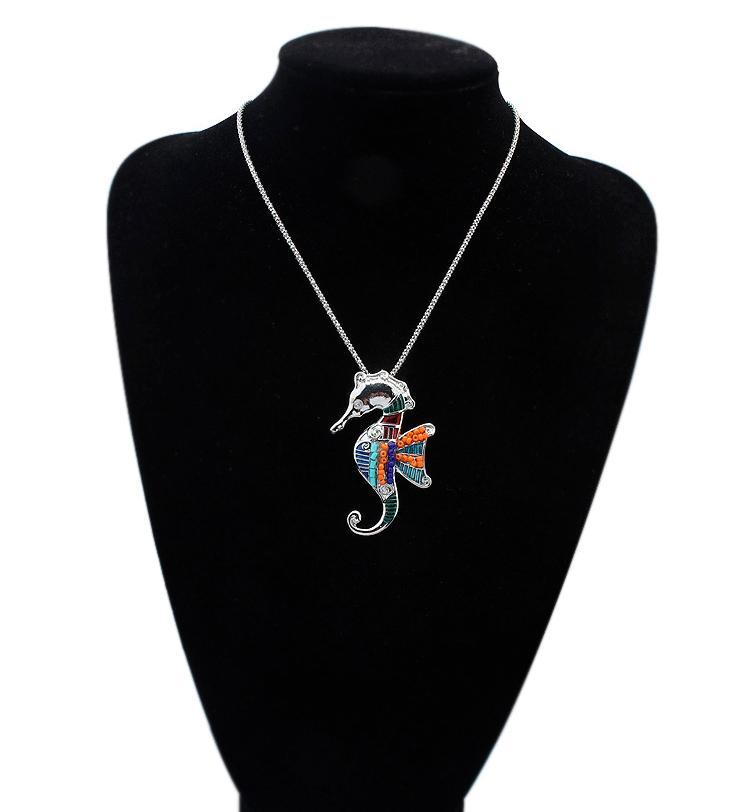 NEUE freie Art 18KGP / 925 silberne lebensechte Tropfen Rainbowful Seepferd mit Wingshape Schmuck-Set Legierung Halskette Ohrringe Zubehör für Frauen