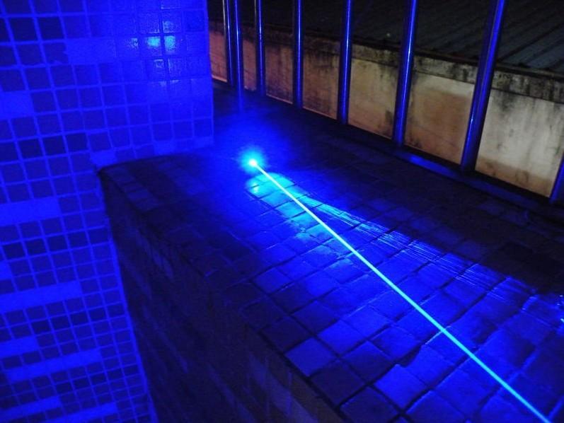 Forte poder de alta potência 20000 m 450nm azul Laser Ponteiros Lazer Lanterna + 5 caps + óculos + Carregador + caixa de presente