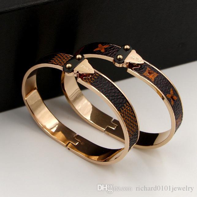 I braccialetti di cuoio del plaid del Brown dell'acciaio di titanio della marca superiore 316L brandano i monili di cerimonia nuziale della cinghia della cinghia dei braccialetti dell'inarcamento dell'oro Trasporto libero di cerimonia nuziale