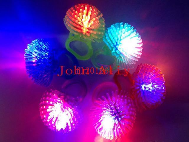 / 무료 배송 부드러운 젤리 빛나는 웨딩 생일 파티 애호가를위한 어두운 LED 광선 손가락 반지 빛에 빛나는