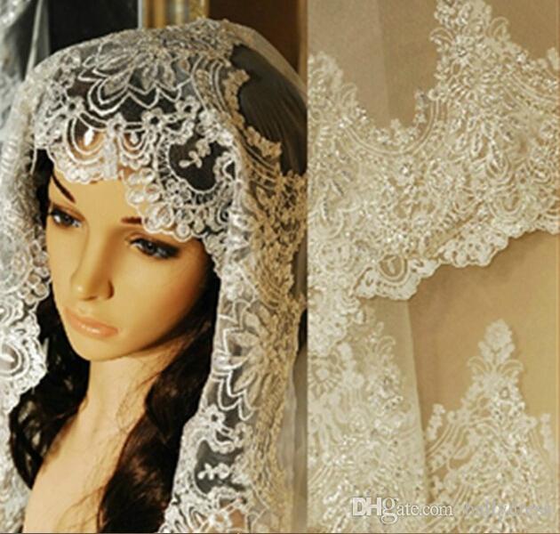 Luxury Finger Length Wedding Veils Hand Work Crystals Lace Edged