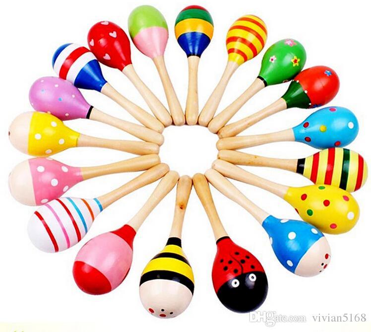 子供のおもちゃ木製のガラガラ木製マラカベビーシェーカー教育キッズパーティーミュージカルツールラトルボール多色漫画ハンマーベストギフト