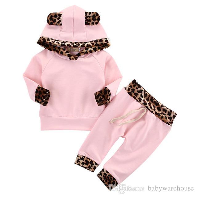 5b15e65356cb8b Compre Ropa Infantil Para Bebés Ropa De Niña Recién Nacida Set Leopard Side  Pink Hoodie Tops Sudadera Pantalones Leggings Trajes De Bebé Conjunto  Boutique A ...