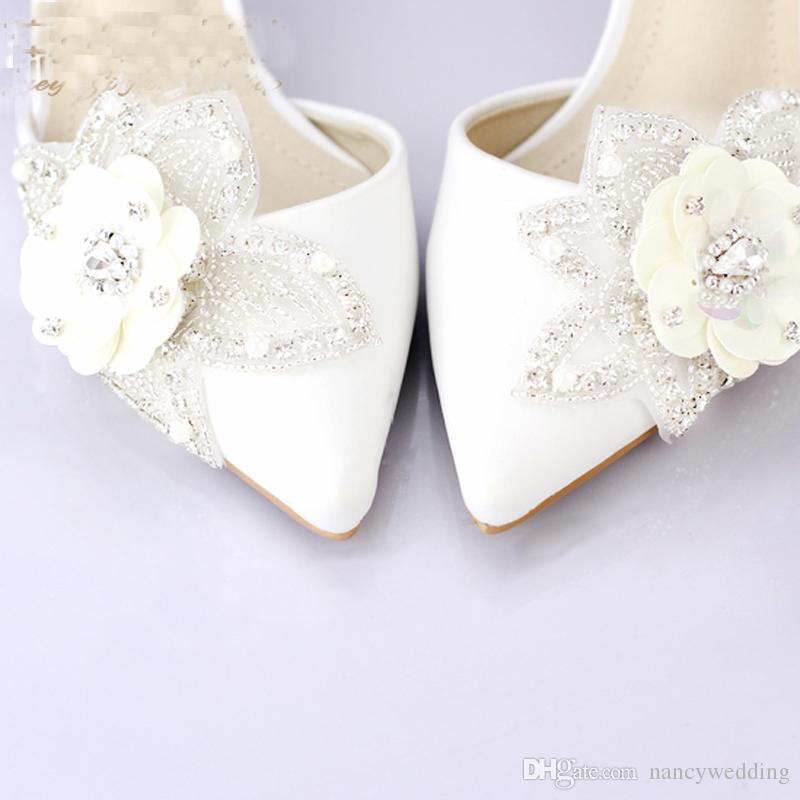 Белый Атлас Свадебное Платье Обувь Острым Носом Блеск Цветок Свадьба Обувь Котенок Каблуки Сексуальные Женщины Выпускного Вечера Насосы Летние Сандалии