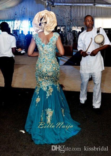 Vestidos de novia tradicionales africanos Turquesa Azul V-cuello Apliques de oro Vestidos de novia de tul de tren de barrido Vestidos de novia