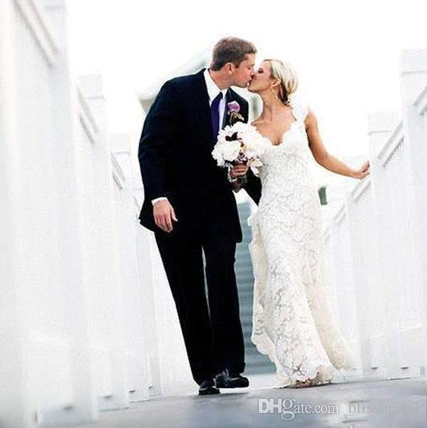 2019 Abiti da sposa sexy in pizzo senza schienale Boho Beach Abiti da sposa Abiti da sposa avorio A-Line Hollow cappella treno Elegante scollo a V Abiti da sposa