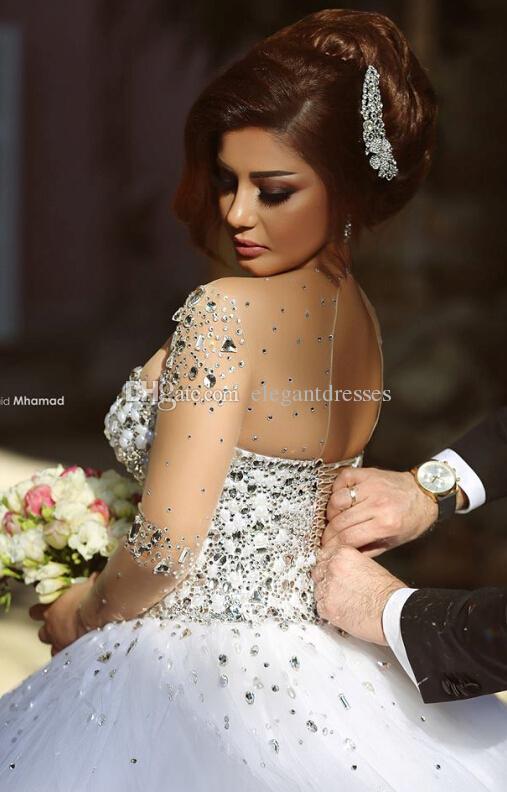 Primavera 2016 Vestidos de novia de cristal de lujo Vestidos de novia con cuentas de cristal Una línea Pura ilusión Cuello redondo Mangas largas Longitud del piso Árabe