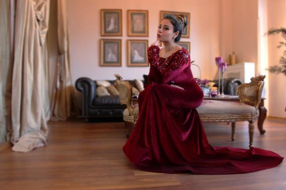 2018 Abaya islamica araba a Dubai Abiti da sera musulmani Scollo rotondo Velluto rosso scuro Perline di cristallo Pizzo Manica lunga Abiti da ballo a sirena