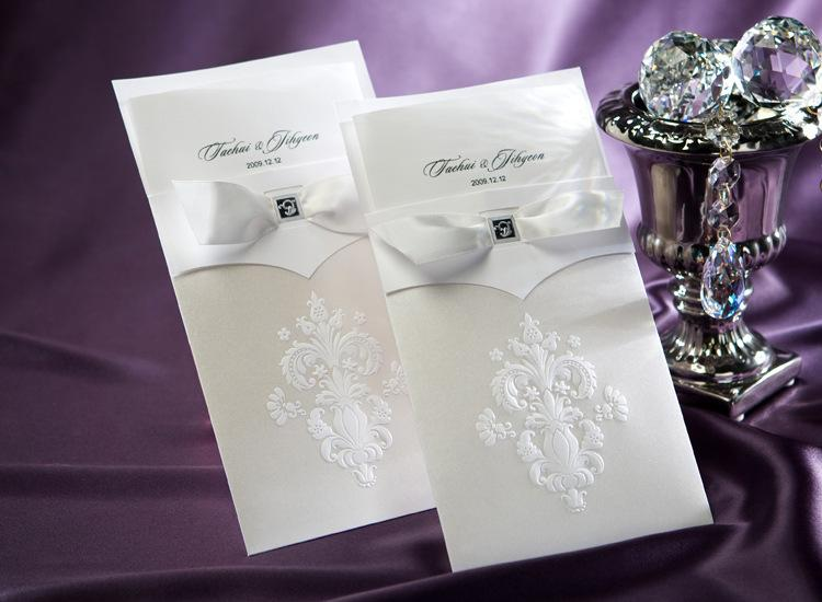 2016 Latest Unique White Wedding Invitations Cards Embossed Court Flower Hot Sale Elegant Cheap Fast Ship