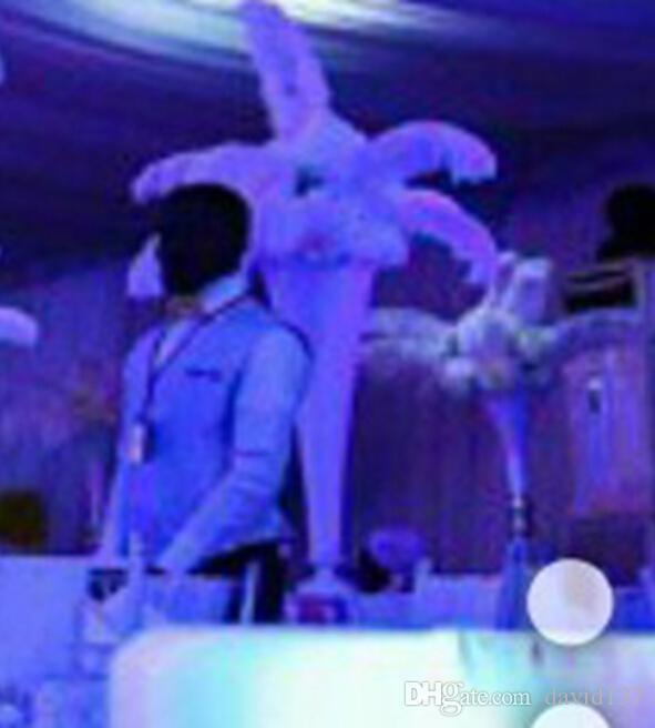 Belas peças de mesa de penas de avestruz branco decoração de casamento