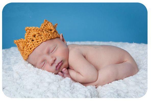 2015 infantile cappelli all'uncinetto bambino Crochet lavorato a maglia Crochet bambino principessa principe Crown Tiara Fascia Neonato Fotografia Prop Baby Cap