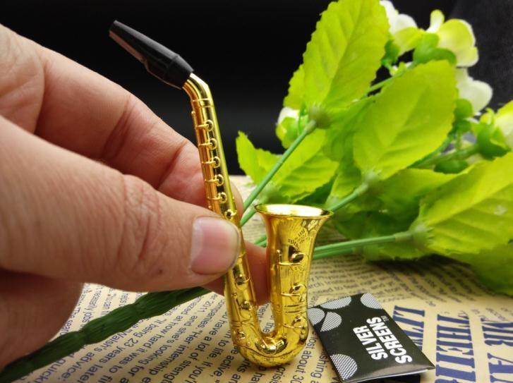 wholesalers ----- 2015 new Creative saxophone portable metal pipe / metal bong, length 10cm, send filter, suction card packagi