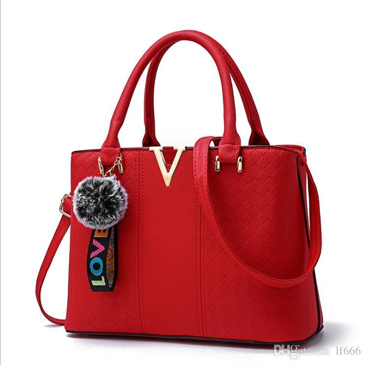 2017 new sweet lady fashion shoulder bag handbag.. High grade PU. V metal sheet.