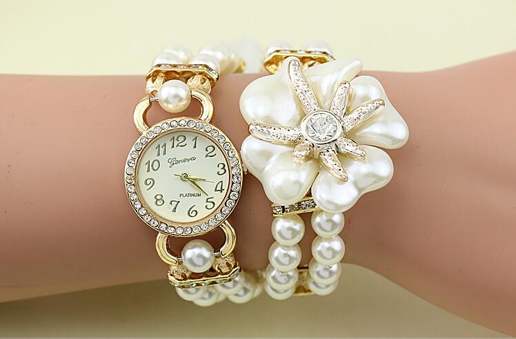 Mode Luxury Pearl Flower Klockor Pearl Watch Kvinnor Quartz Klockor Lady Wrist Klockor Magnetisk Spänne Round Dial