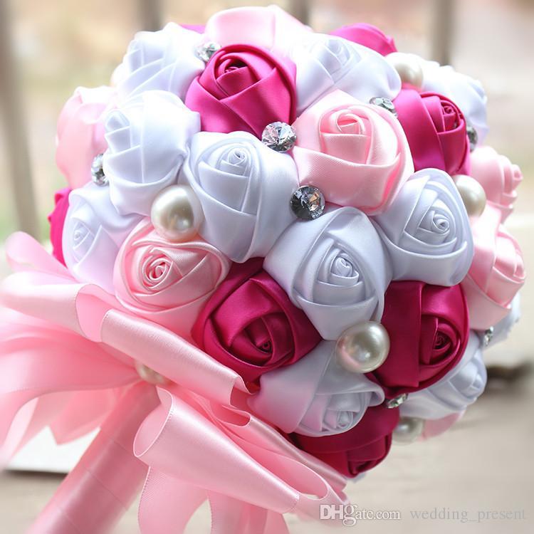 2017 ramo de la boda caliente para novia y perlas de Dama de honor hechos a mano Artificiales ramos de novia perlas de diamante Satén Rose Flower es baratos