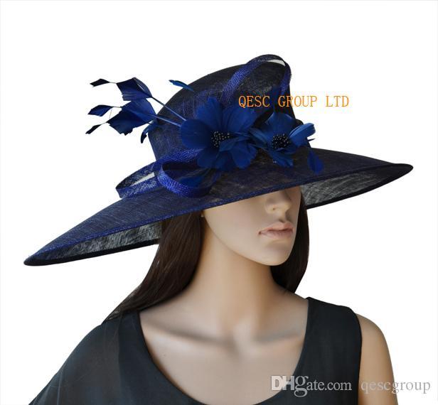 Bleu marine X Grand Sinamay Kentucky Derby Chapeau avec des plumes Fleur pour les cours de mariage de l'église. LargeurBrim largeur 19.5cm