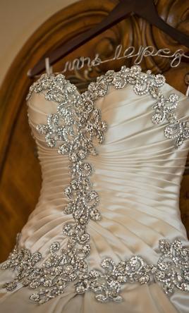 エレガントなクリスタルのウェディングドレス2019恋人のストラップレスブライダルガウンのレースアップラフル象の白いウェディングドレスvestidos