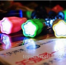 Caminhadas Camping Engrenagem Ao Ar Livre LEVOU Mini Chaveiro super brilhante lanterna Torch Flor Forma Chaveiro Anel Cadeia Cores Misturadas frete grátis