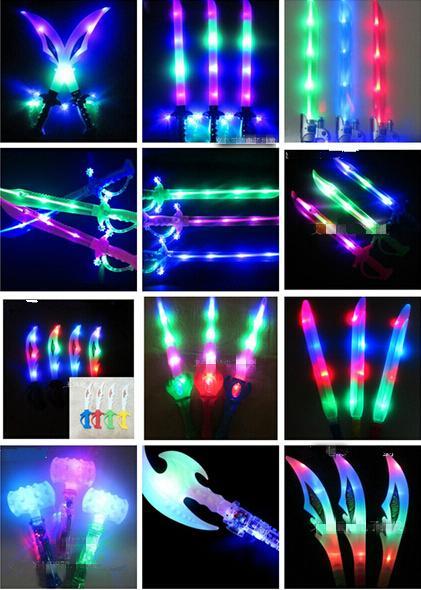Freies EMS 50 stücke Mixed LED Musical Flash Glow Schwert Messer Kostüm Dress Up Requisiten LED-Licht Flash Schwerkraft Kinder Spielzeug Weihnachtsgeschenk