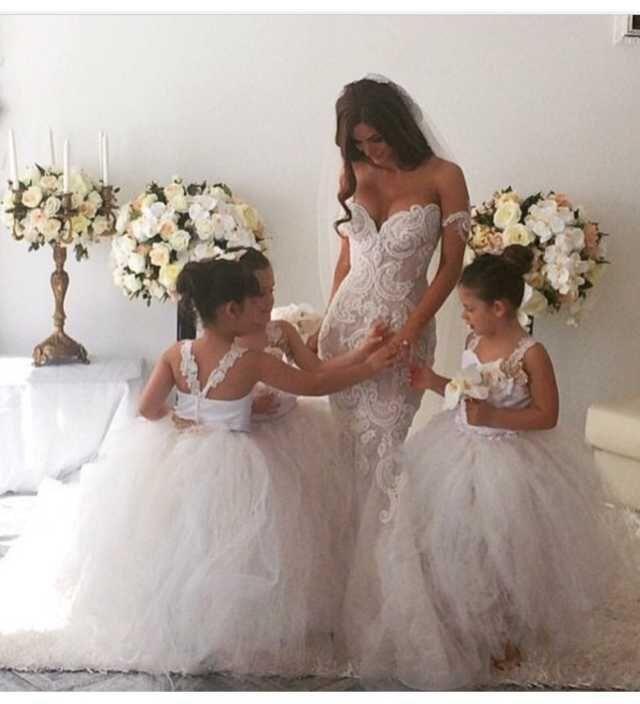 Robes de fille de fleur belle pour la noce Princesse Filles Pageant robes Custom Made doux Tulle Enfants robe formelle avec des bretelles fines