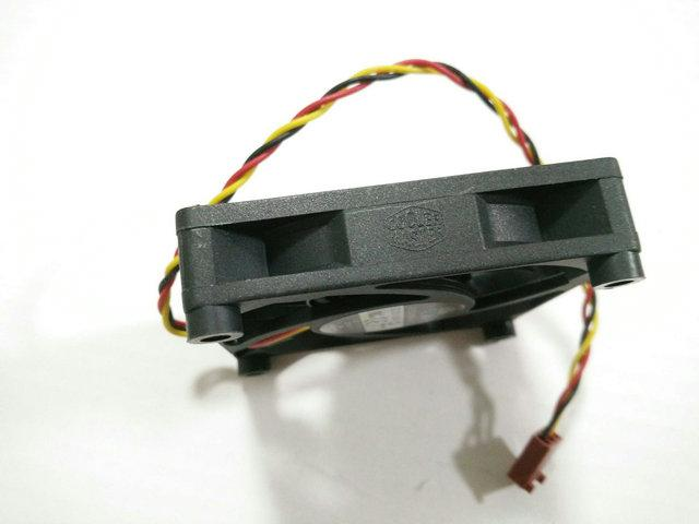 الأصلي ل تبريد ماجستير A7015-45RB-3AN-C1 DF0701512RFUN 12 فولت 0.6a 70 * 70 * 15 ملليمتر 7 سنتيمتر الكمبيوتر cpu تبريد مروحة DESC0715B2U 0.7a