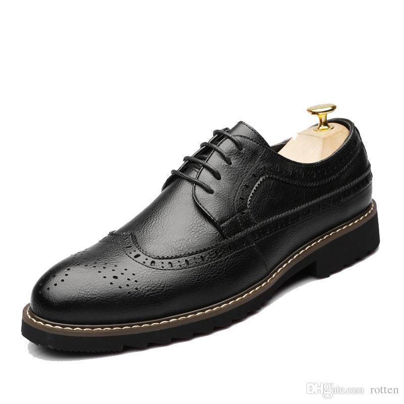 Acquista Scarpe Oxford Nere In Pelle Uomo Scarpe Eleganti Uomo Stringate In  Pelle Scarpe Brogue In Pelle Da Uomo Mocassini Formale Chaussure Homme  Sapato ... 2c5432db62d