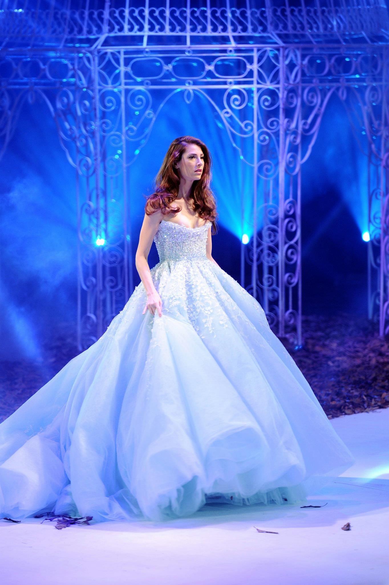 Paillettes de perles de cristal de mode de conception robe de bal bustier robes de mariée gonflés arabes Vintage Robes de mariée sans manches en organza exquis pas cher