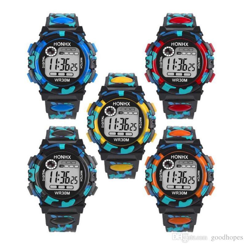 685e0beb62f Compre Moda Infantil Crianças Assista LED Digital Eletrônico Relógios De Pulso  Multifuncional Esporte Ao Ar Livre À Prova D  Água Relógio De Presente De  ...