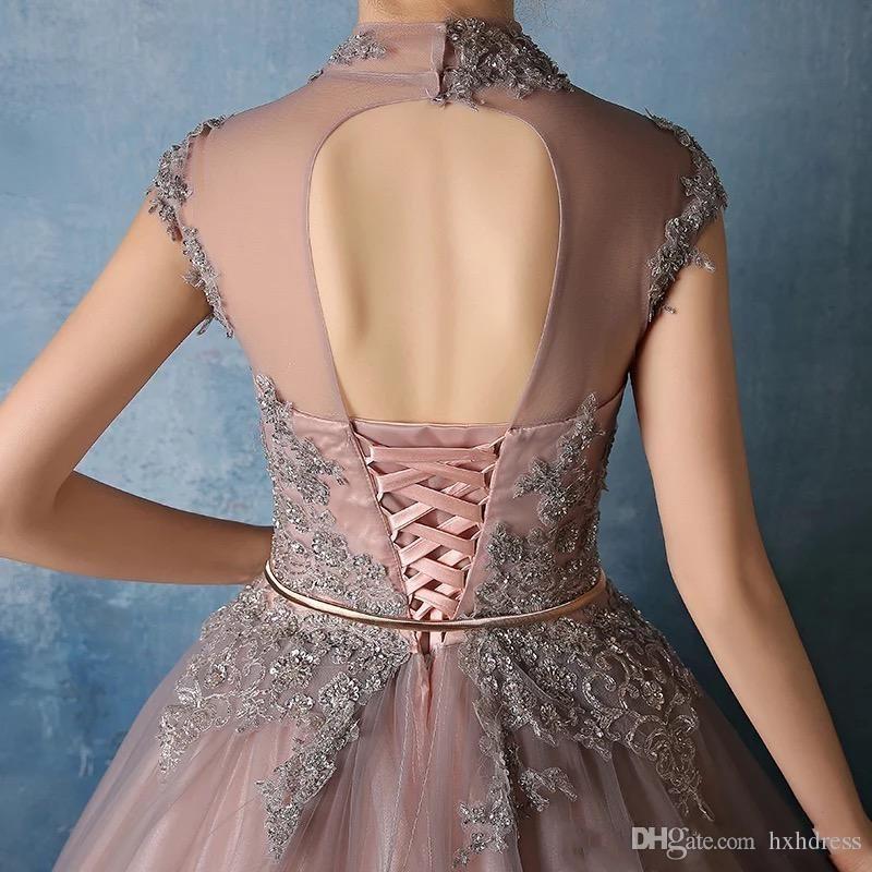 2019 새로운 하이 넥 Quinceanera 드레스 레이스 Appiques와 크리스탈 구슬 볼 가운 달콤한 16 예복 가운 Vestidos 드 Quinceanera