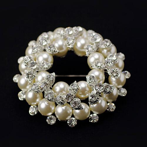 Fantastic Imitation Pearl Sparkling Clear Crystals Brooch Hot Selling Round Shape Flower Wreath Costume Corsage Elegant Wedding Bouquet Pins