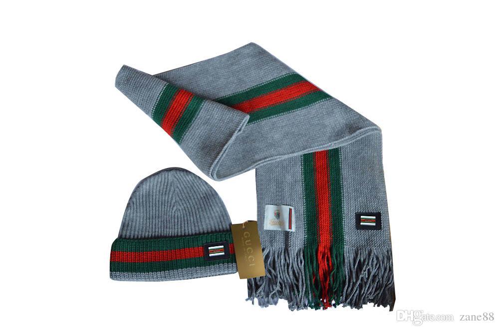 Compre Bufandas Bufanda De Las Mujeres De Navidad Pequeña Bufanda De Seda  Cuadrado Mujeres 2018 Nuevos Sombreros De La Bufanda De Alta Calidad  Conjuntos A ... d10e96e148e