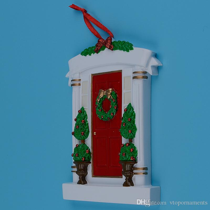 Red Home Door Polyresin Personalized Christmas Tree Ornaments With Wreath And Pine Tree For Holiday New Year Gifts Home Decorations