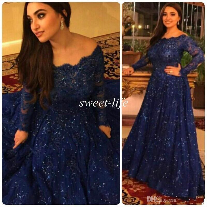 2020 Günstige Langarm Perlen Kristalle Rüschen Sweep Zug Plus Size Arabisch Marineblau Spitze Formale Abendkleider Prickelnde Vintage Abendkleider