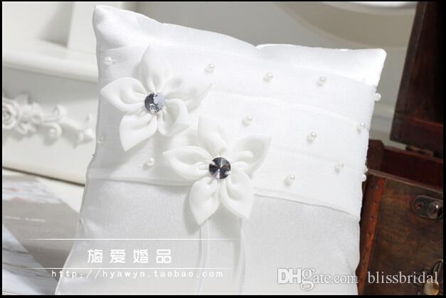 Romantic White Ribbon Ring Pillows For Weddings With Pearls Beaded Double Flowers Bride And Groom Ring Pillows