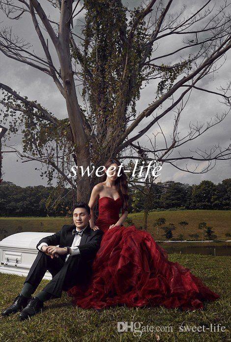빈티지 고딕 웨딩 드레스 2019 인어 Seweetheart Strapless LaCE up Ruffle Tulle Sexy Dark Red Wedding Party Bridal Gowns