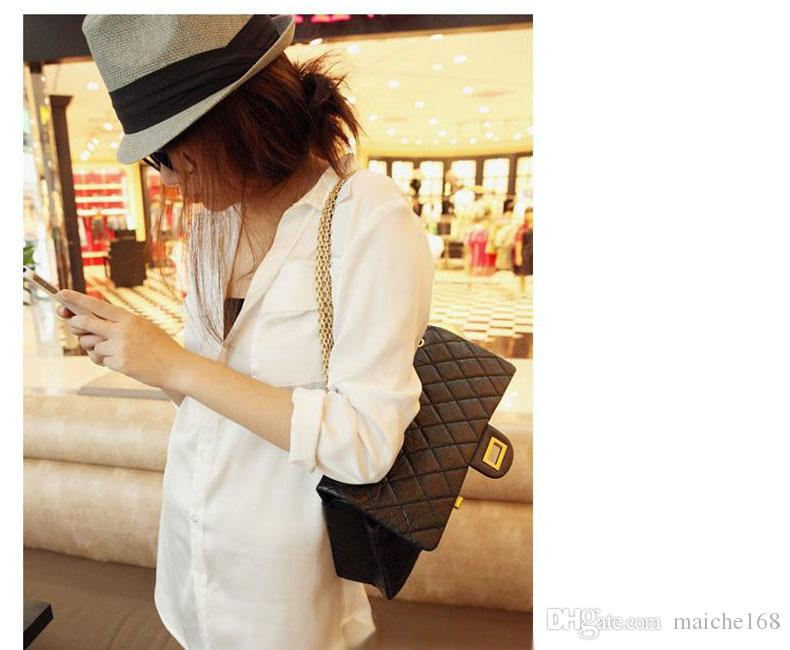 Mulher sexy na camisa branca e seções longas soltas de manga comprida camisa de chiffon bolso duplo
