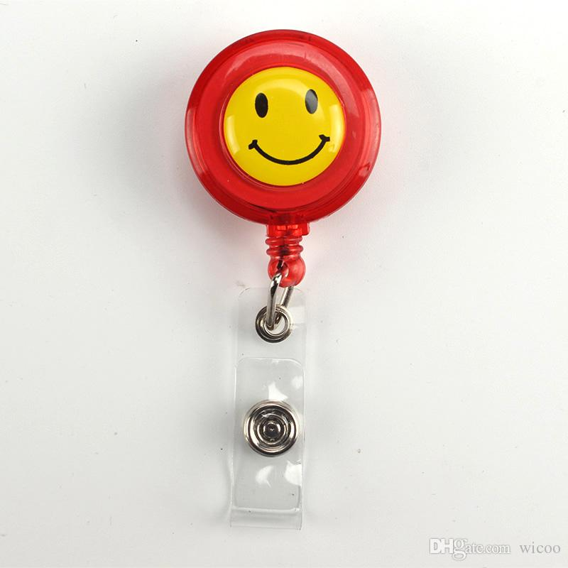 50 pçs / lote Amarelo bonito smiley face Retrátil Pull Crachá Carretel ID Card Clipe Dos Desenhos Animados ID Crachá Cordão Nome Tag Cartão Para A Escola escritório
