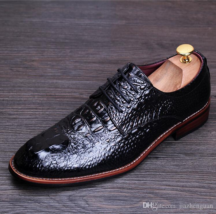 2018 New concept luxury Mens White Dress Shoes Designer Fashion Tide Wedding Shoes For Man White Groom Party Shoes M155